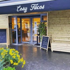 Viens découvrir la nouvelle boutique @cosytacos au 57 Allée Serr à Bordeaux Bastide 🔥🔥  3 bornes à ta disposition pour prendre commande sans perdre de temps ✌️  Click and Collect : COSYTACOS.FR  Livraisons via nos partenaires : @ubereats_fr @justeatfr @deliveroo_fr  #bordeaux #bordeauxmaville #bougerabordeaux #bordeauxfood #topbordeaux #bordeauxtopfood #cosytacos #tacos #frenchtacos #food #restaurant #instafood #miam #wrap #salade #dieticosy