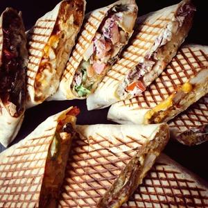 Des Tacos pour tous les goûts 🌮 Des produits fraîchement préparés Une sauce maison délicieusement bonne  Click and Collect : COSYTACOS.FR  Livraisons via nos partenaires : @ubereats_fr @justeatfr @deliveroo_fr  #bordeaux #bordeauxmaville #bougerabordeaux #bordeauxfood #topbordeaux #bordeauxtopfood #cosytacos #tacos #frenchtacos #food #restaurant #instafood #miam #wrap #salade #cosy