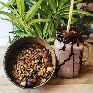 Les desserts font leurs grand retour chez @cosytacos 🔥  (disponible à la boutique de Bordeaux Bastide)  🟡Du granola maison 🟡Des glaces fraîchement préparés 🟡Des cookies maison 🟡Cheese cake maison 🟡Fondant au chocolat maison   3 bornes à ta disposition pour prendre commande sans perdre de temps ✌️  Click and Collect : COSYTACOS.FR  Livraisons via nos partenaires : @ubereats_fr @justeatfr @deliveroo_fr  #bordeaux #bordeauxmaville #bougerabordeaux #bordeauxfood #topbordeaux #bordeauxtopfood #cosytacos #tacos #frenchtacos #food #restaurant #instafood #miam #wrap #salade #dieticosy #dessert #granola #cheesecake #fondant #sweet #chocolat