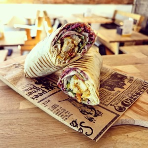 Le temps parfait pour un wrap tender 🌞  L'équipe du @cosytacos te souhaite un bon week-end !  => viens déguster nos suggestions de wraps, salades et Tacos 🌞  @ubereats_fr @deliveroo_fr @justeatfr  ▪️6 rue Castelnau d'Auros Bordeaux ▪️57 Allée Serr Bordeaux Bastide   #bordeaux #bordeauxmaville #bougerabordeaux #bordeauxfood #topbordeaux #bordeauxtopfood #cosytacos #tacos #frenchtacos #food #restaurant #instafood #miam #wrap #tender #salade #sun