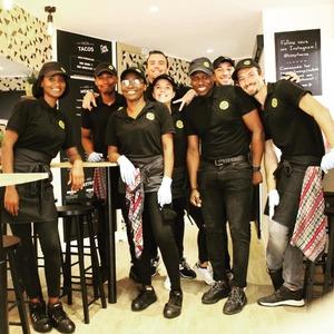 Réouverture de ton @cosytacos !! L'équipe est prête à te recevoir, rendez vous au 6 rue Castelnau d'Auros à Bordeaux !  => viens déguster ton meilleur tacos !  #bordeaux #bordeauxmaville #bougerabordeaux #bordeauxfood #topbordeaux #bordeauxtopfood #cosytacos #tacos #frenchtacos #food #restaurant #instafood #miam #wrap #salade #reouverture
